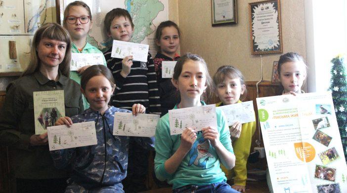Дети пишут письмо лисице